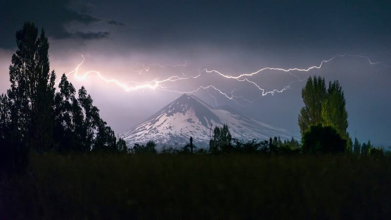 Sistema frontal: Pronostican posibles tormentas eléctricas para 10 regiones del país