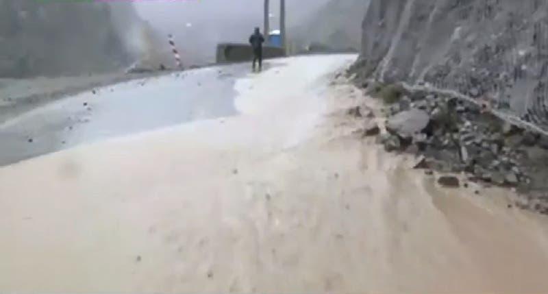 Intensas lluvias causan primeros estragos en la RM: autoridades piden no subir al Cajón del Maipo