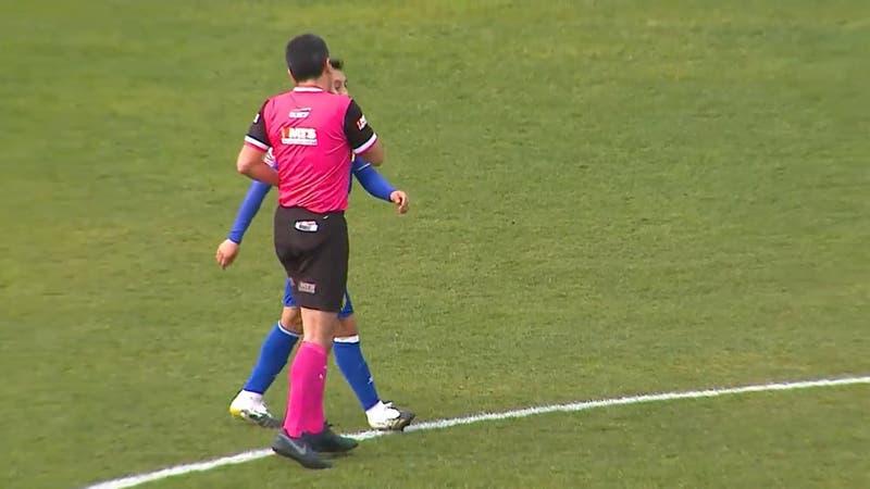 Barnechea denuncia insólita agresión del árbitro a Boris Sagredo en la Primera B