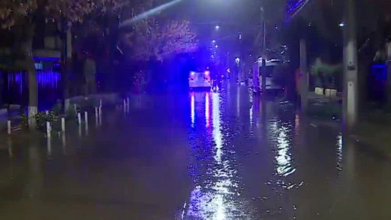 [VIDEO] Sistema Frontal: Varias casas inundadas en La Florida tras colapso de alcantarillados