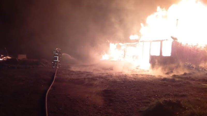 Dos personas mueren tras ataque incendiario en Tirúa: una de ellas es menor de edad