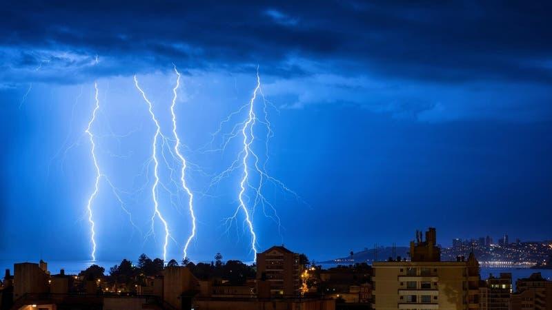 Pronostican tormentas eléctricas que podrían afectar a 10 regiones del país