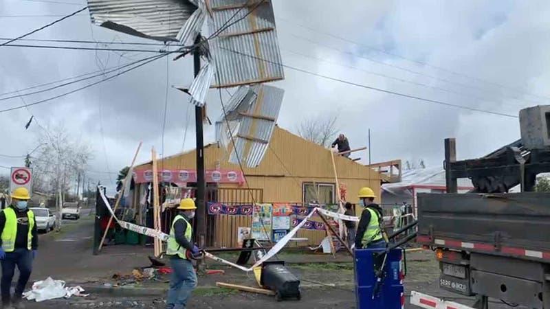 "Alcalde de Tucapel reporta que ""tornado"" afectó a 20 viviendas de la comuna del Biobío"