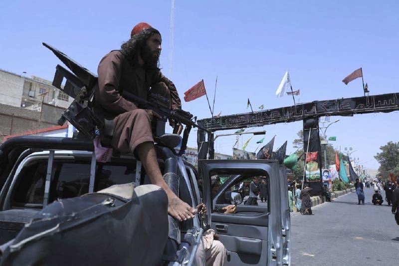 Talibanes buscan a afganos que ayudaron a EEUU para capturarlos, según documento de ONU
