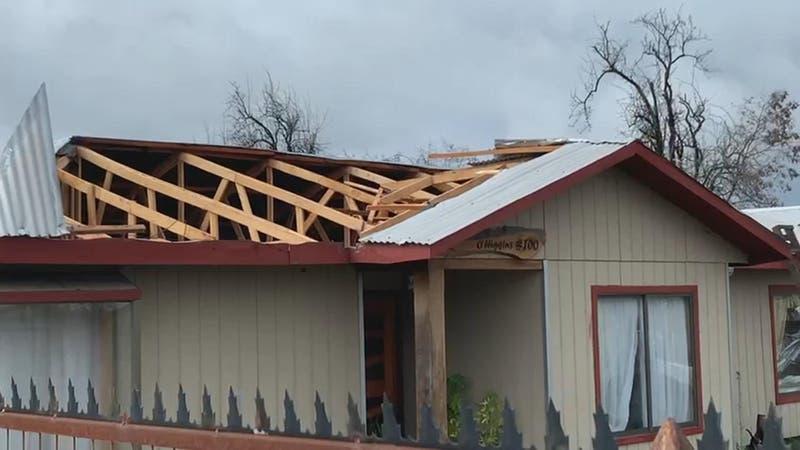 """Tucapel: Vecinos aseguran que un """"tornado"""" provocó daños en 30 viviendas"""