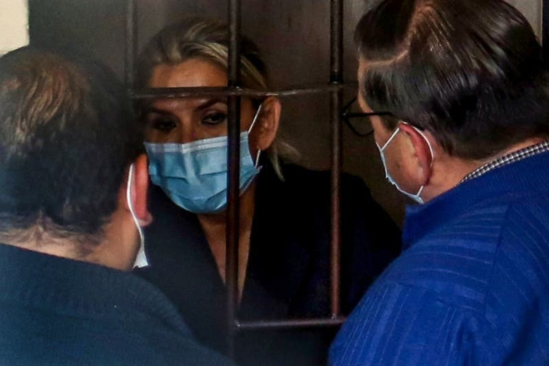 """Fiscalía de Bolivia presenta acusación por """"genocidio"""" contra Jeanine Áñez"""