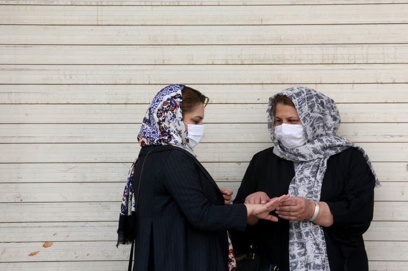 Irán registra récord de mortalidad por COVID-19 cuando levanta restricciones