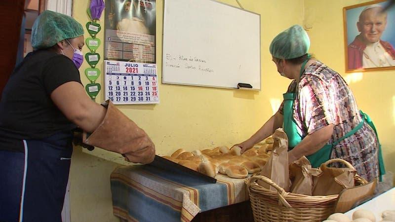 """""""La panadería solidaria"""" de Recoleta que ayuda en tiempos de crisis"""