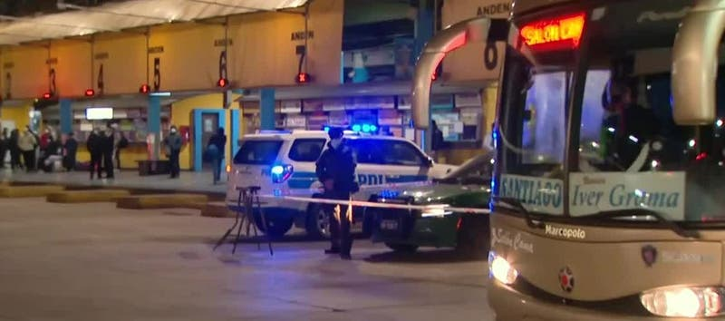 Guardias de seguridad son apuñalados tras solicitar que personas se pongan mascarilla en terminal