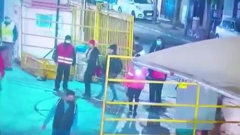 [VIDEO] Revelan imágenes del ataque a guardias de seguridad en terminal de buses