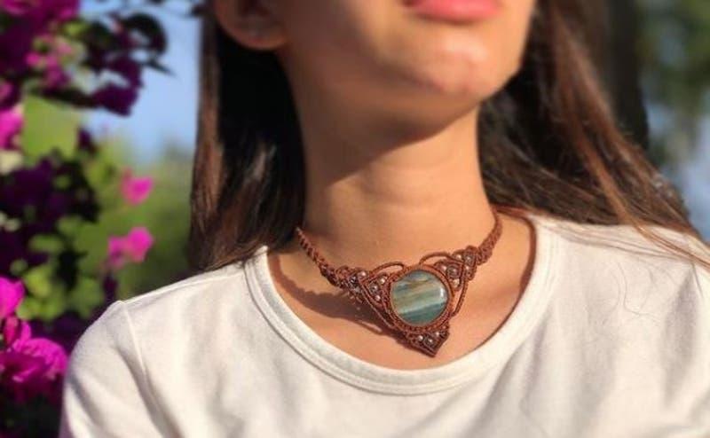 Estudiante de Ingeniería Forestal ofrece joyas hechas a mano con técnicas ancestrales