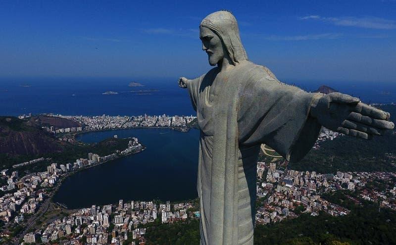 Dos franceses detenidos en Rio de Janeiro por subir a uno de los brazos del Cristo Redentor