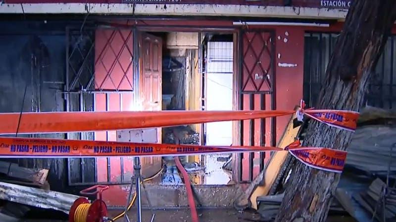 Una madre y sus dos hijos mueren en incendio en local comercial de Estación Central