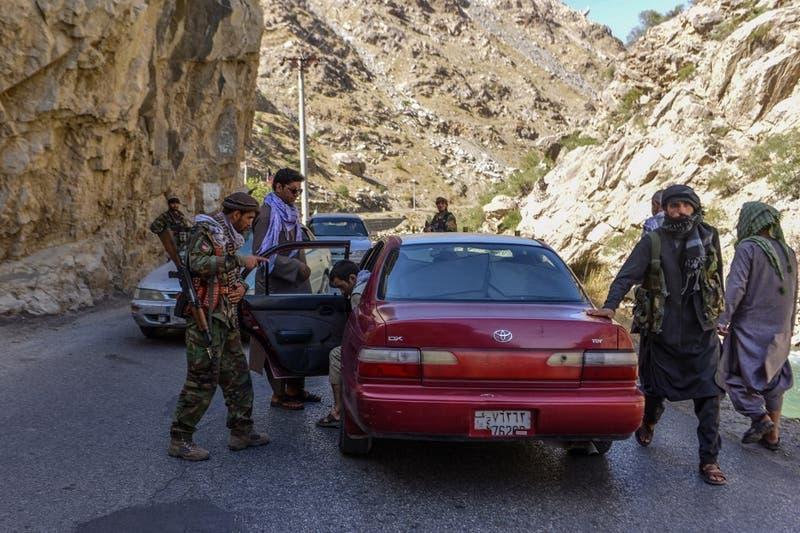 Talibanes aceptan que afganos abandonen el país tras el 31 de agosto