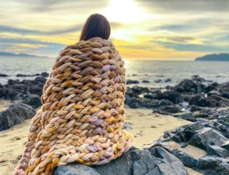 La mamá de Concepción que sueña con dedicarse a tejer mantitas de lana
