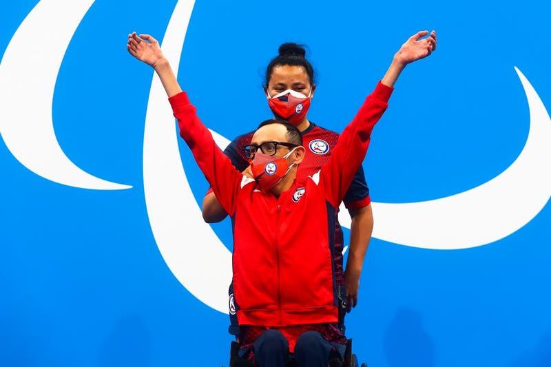 """""""Le agradezco en nombre de todo su país"""": Piñera llama a Abarza tras su oro en Juegos Paralímpicos"""