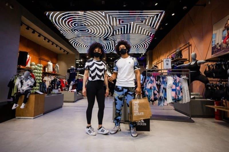 Adidas lanza en Chile su tienda más grande de Latinoamérica que integra la venta física y online