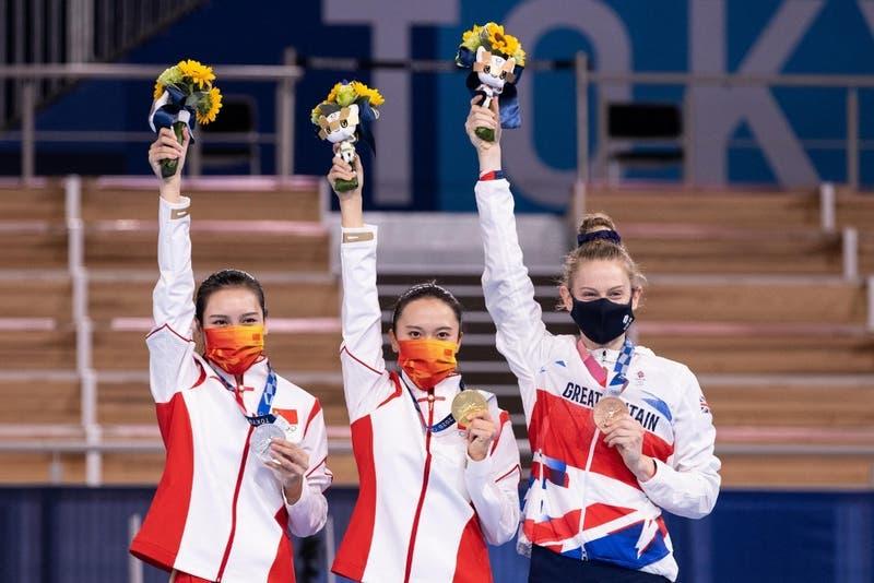 Su medalla se está pelando: deportista china que ganó oro en Tokio expone llamativa situación