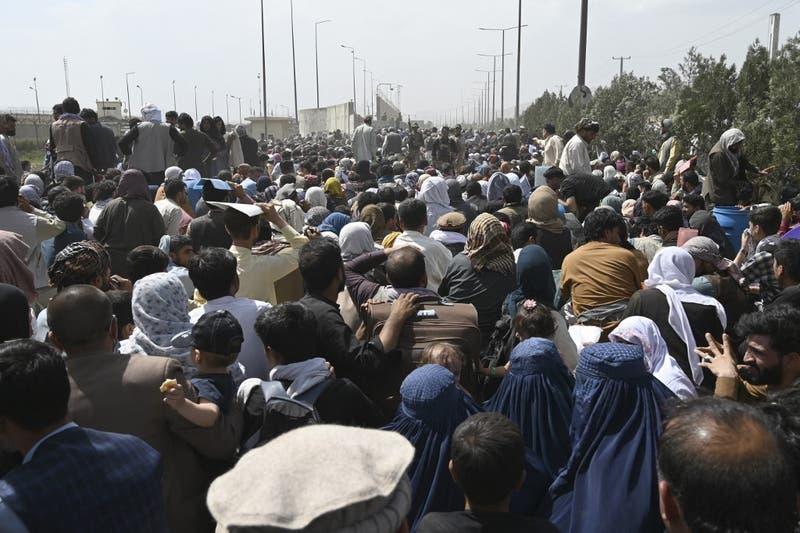 "Reino Unido alerta de amenaza ""muy seria"" e ""inminente"" contra aeropuerto de Kabul"