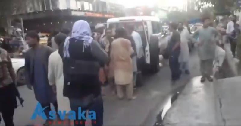 Afganistán: Las primeras imágenes tras la explosión en el aeropuerto internacional de Kabul