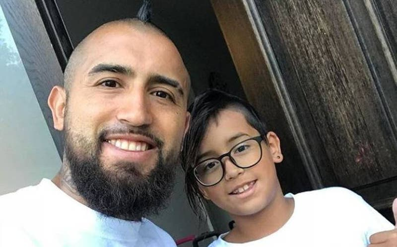 """""""Gracias a todos por la preocupación"""": hijo de Arturo Vidal se recupera tras ser internado"""