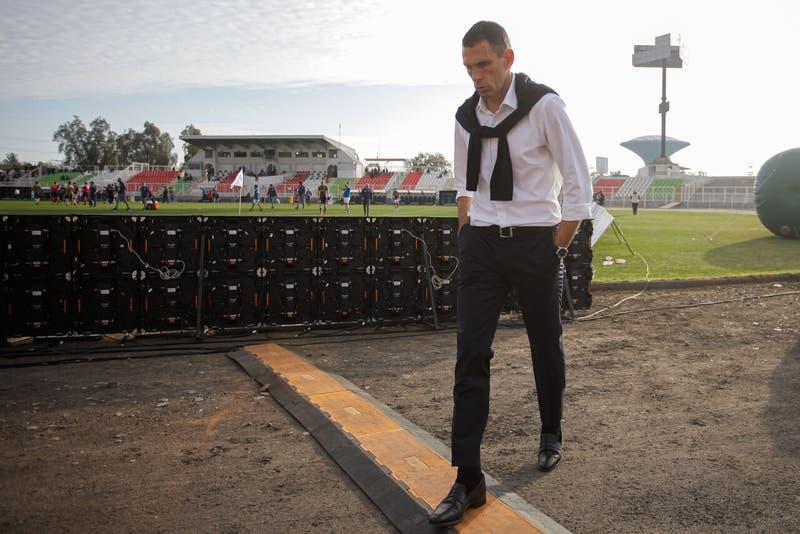 Gustavo Poyet deja de ser el técnico de la Universidad Católica