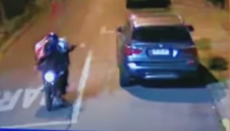 [VIDEO] Dispararon 8 veces contra casa desde una moto: Investigan ajuste de cuentas