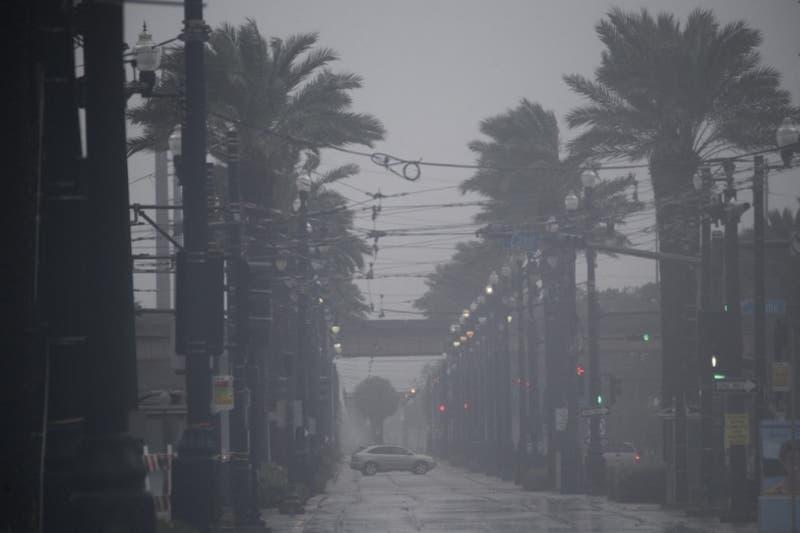 El huracán Ida azota el sur de EEUU y deja completamente a oscuras a Nueva Orleans