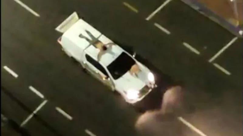 Tres personas mueren en violento asalto en Brasil: Ataron rehenes a autos como escudos humanos