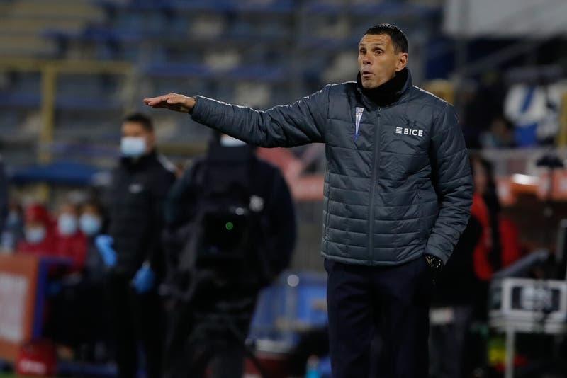 Universidad Católica anuncia que el técnico Gustavo Poyet deja la banca del club