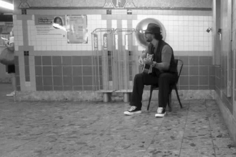 """Arjona cantó en metro de New York y nadie lo reconoció: """"Mentiría diciendo que me fue bien"""""""