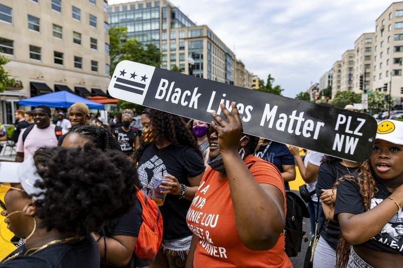 FBI: Los ataques a estadounidenses negros o de origen asiático aumentaron en 2020