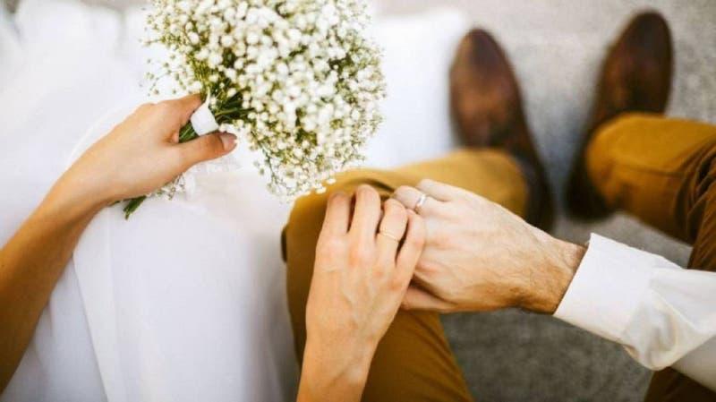 """""""Preguntamos 4 veces"""": recién casados cobraron $186 mil a los invitados que no asistieron a su boda"""