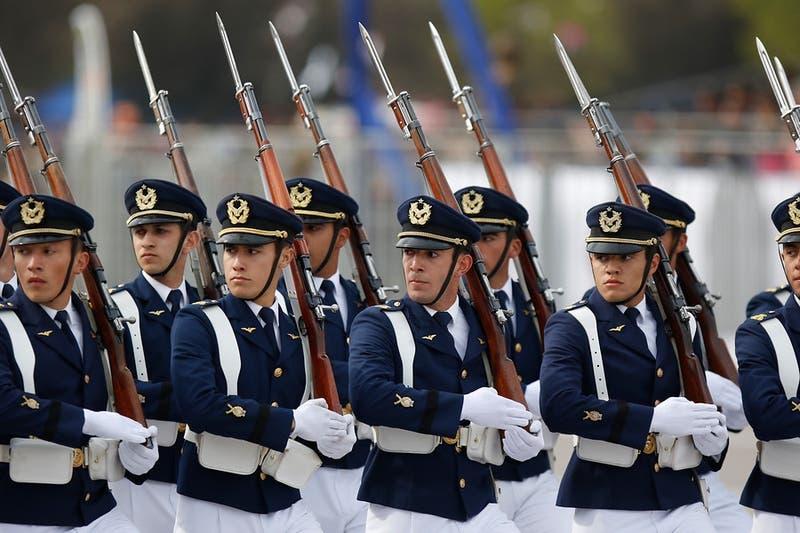 Diputados acuerdan citar a ministro de Defensa por realización de la Parada Militar 2021