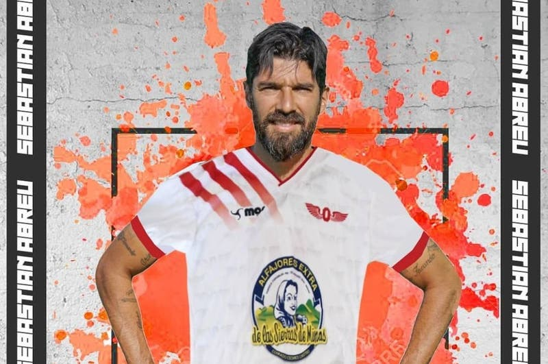 El club 32 de su carrera: Sebastián Abreu se olvida del retiro y vuelve al fútbol en su ciudad natal