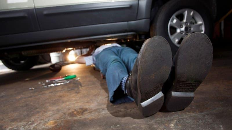 Ladrón muere aplastado por auto mientras intentaba robar una pieza