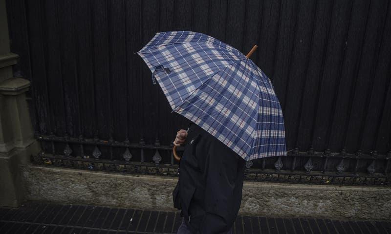 """Pronostican nueva lluvia """"ocasional"""" para este viernes y próxima semana en la región Metropolitana"""