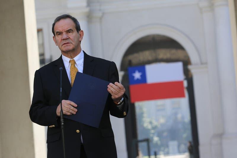 Allamand dice que Chile le informó a Argentina del polémico decreto que divide a ambos países
