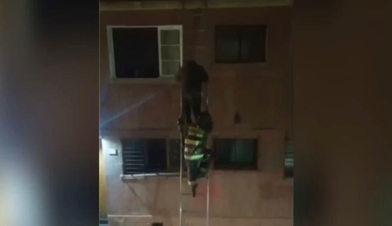 Detienen a sujeto por femicidio frustrado en Santiago: intentó escapar por el techo