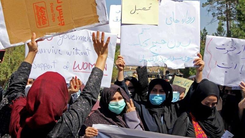 Las mujeres que se atreven a protestar frente a los talibanes en Afganistán