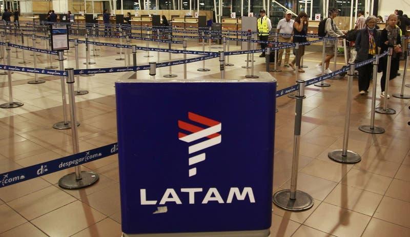 Cómo acceder a la devolución en dinero de las tasas de embarque que hará Latam