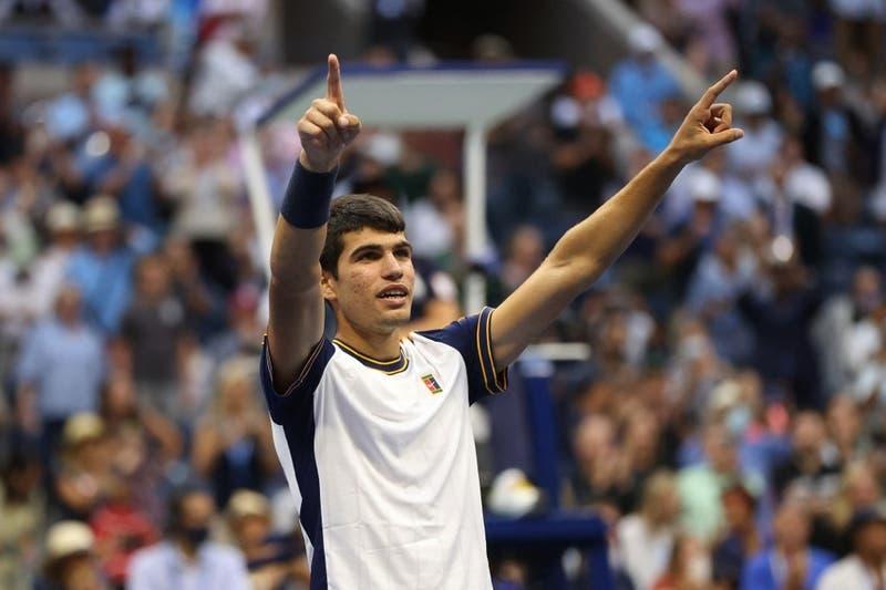 Carlos Alcaraz, la nueva joya del tenis español, elimina al favorito Tsitsipas del US Open