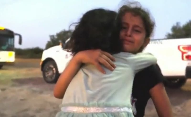 """""""Nos dejaron tiradas"""": El conmovedor relato de dos niñas abandonadas en la frontera estadounidense"""