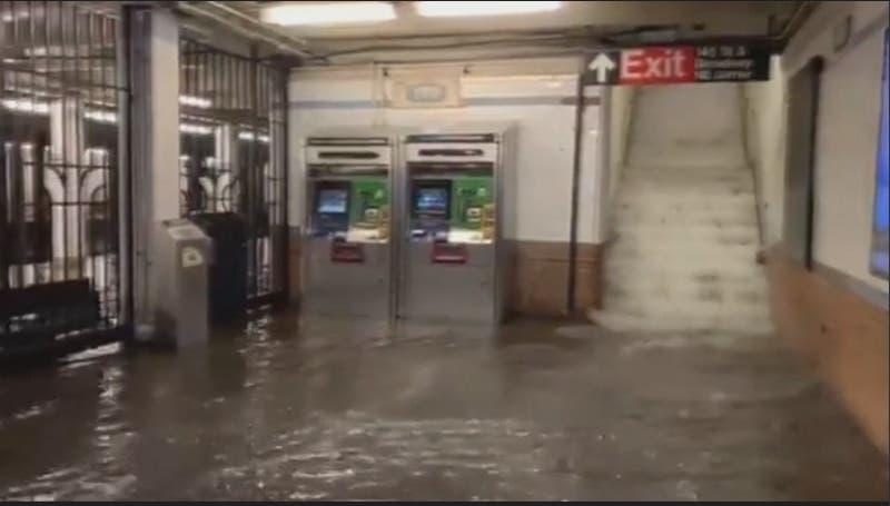 """[VIDEO] Aumenta cifra de muertos por la tormenta """"Ida"""" en Estados Unidos"""