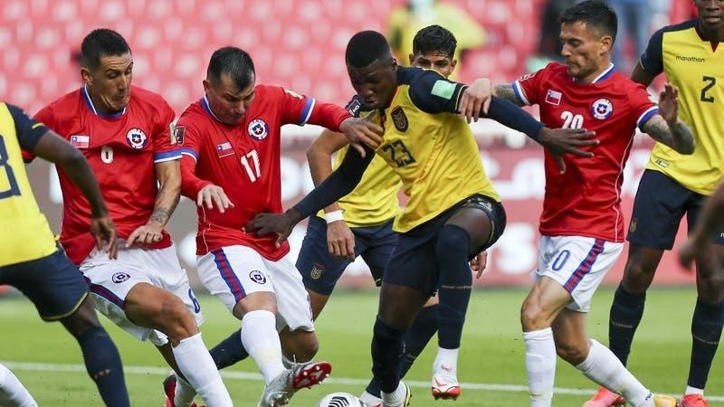 La Roja empata con Ecuador en Quito tras más de media hora con un hombre más