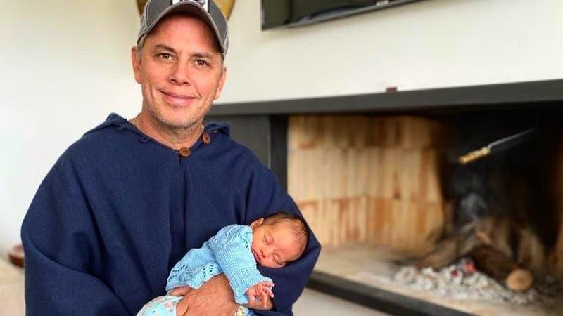 """""""Vamos mi Elisa"""": José Miguel Viñuela revela que su hija está hospitalizada por virus sincicial"""