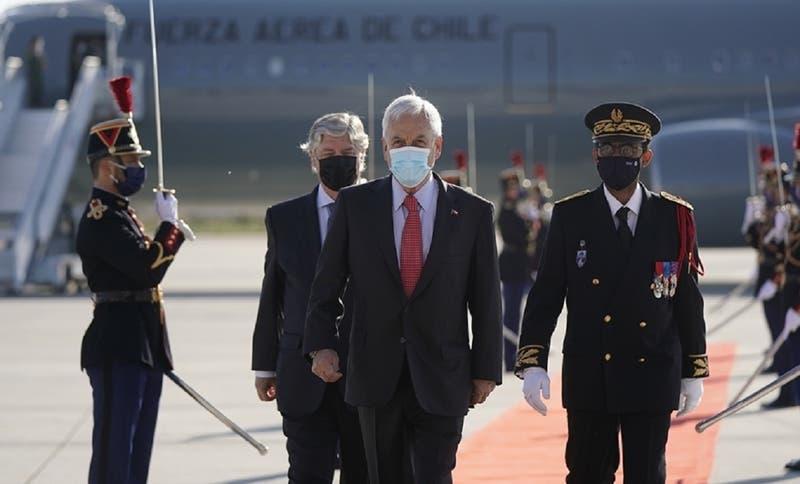 Piñera llegó a Francia para cita con Macron y abordar proceso político en Chile y el COVID-19