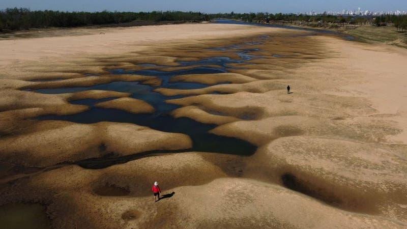 Las impactantes imágenes de la mayor sequía en 77 años del río Paraná