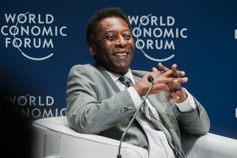 Pelé fue operado de un tumor en el colon en Sao Paulo