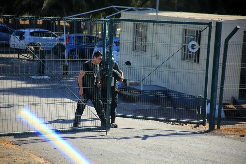 Oficiales en retiro se querellan contra ministro de Justicia por muertos de COVID-19 en Punta Peuco
